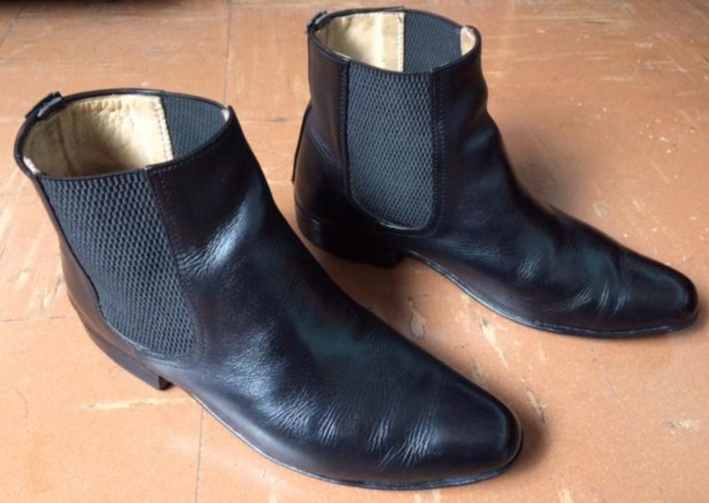 Vendo botas chelsea para hombre talla 41
