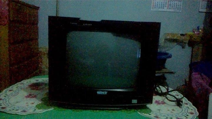 TELEVISOR A COLORES D 14 PULGADAS MARCA HITECH, CONTROL