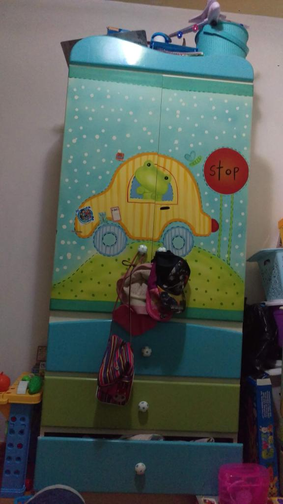 Remate de Juego de muebles para niño o niña: Cómoda, cama