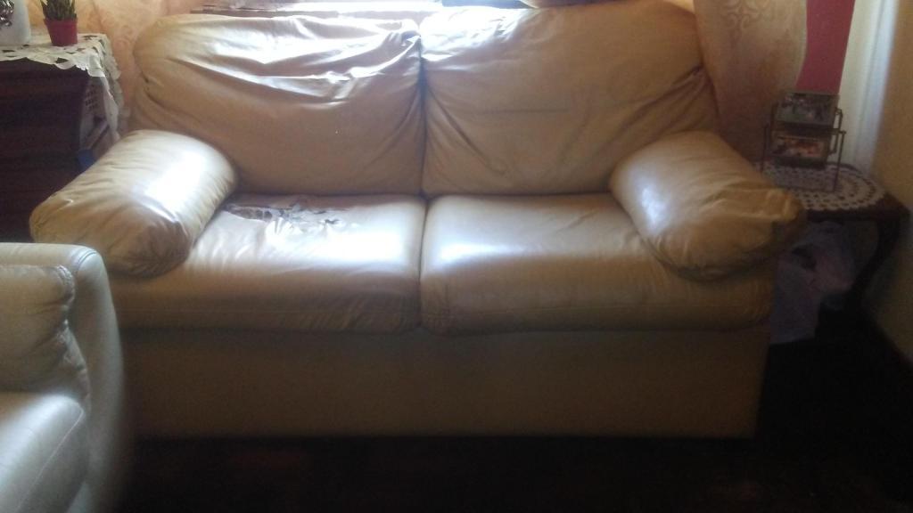 Sofa cama de 2 cuerpos color beige comprado en SAGA