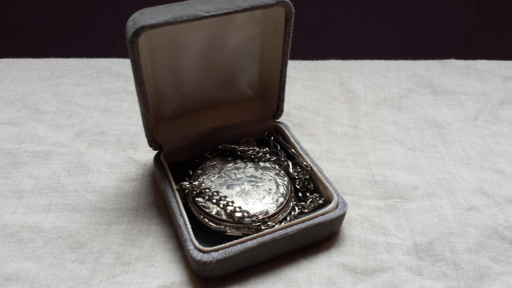 Reloj De Bolsillo Antiguedades Aguila Tablet Collar Pes 4g