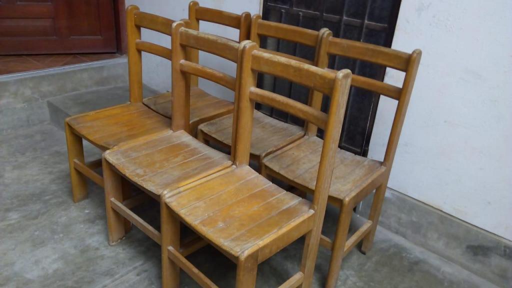 Sillas de madera a 20 soles