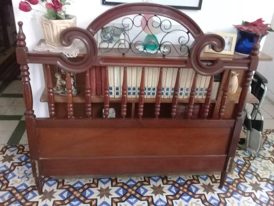 cama antigua tallada,hecha de caoba modelo inglés,2