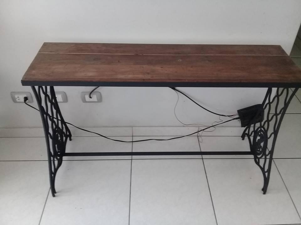 mueble Consola de madera e hierro labrado,1.20m x 36 cm,