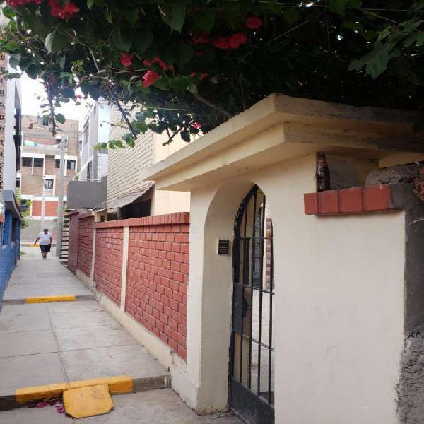 Casa de tres pisos cercado del lima en Lima