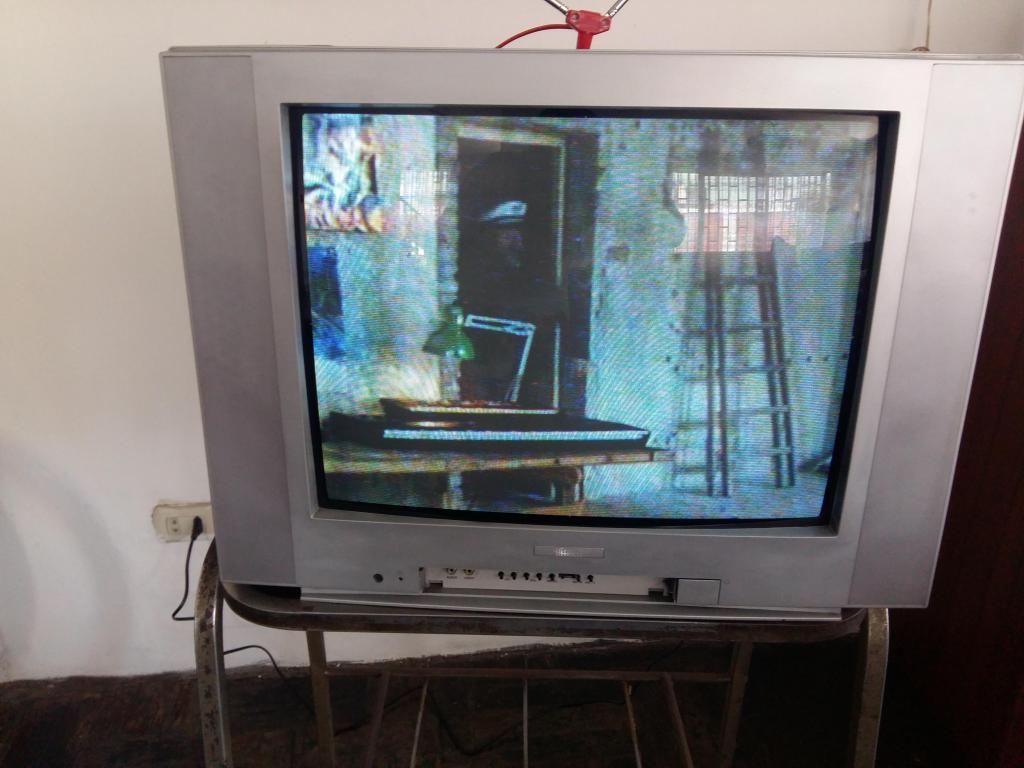 Vendo televisor Hitech Ctv21s3b