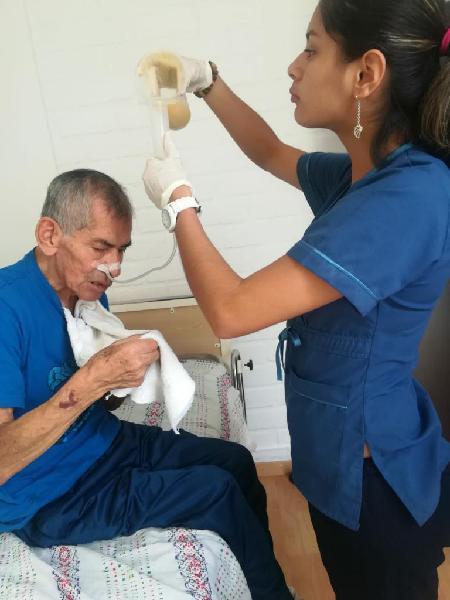 Enfermeras Técnicas Cuidado a Domicilio