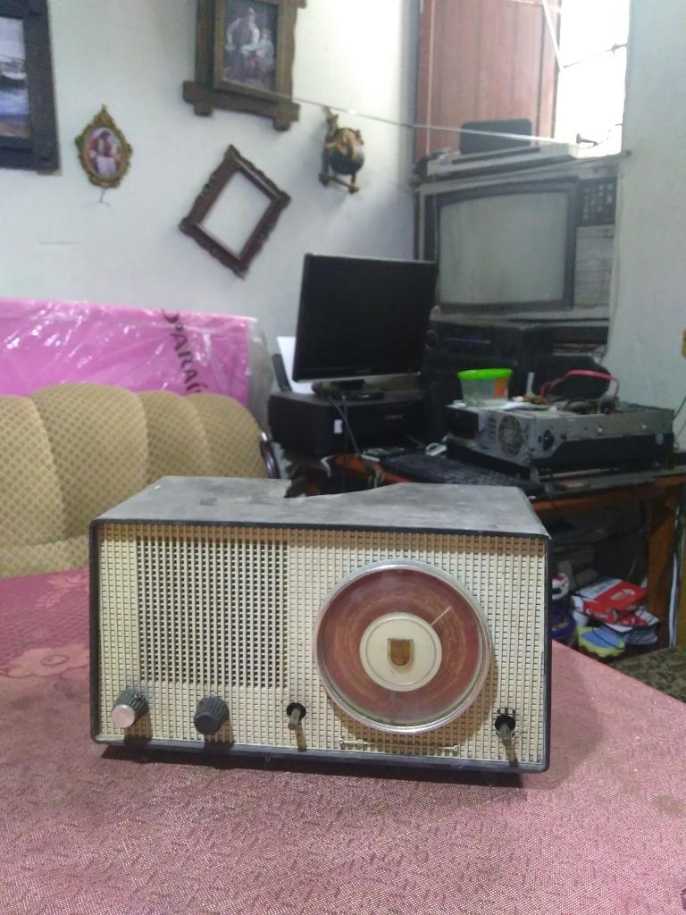 Radio Antiguo Phillips a Tubos Antigua