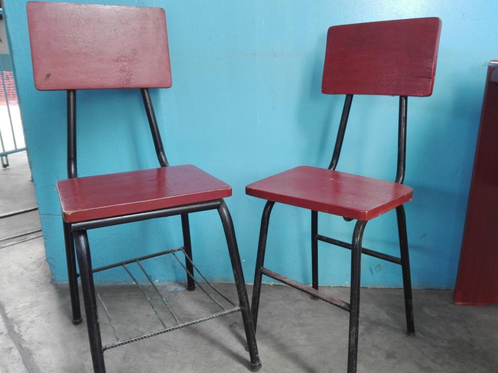 Vendo sillas S/.  y carpetas de madera S/.