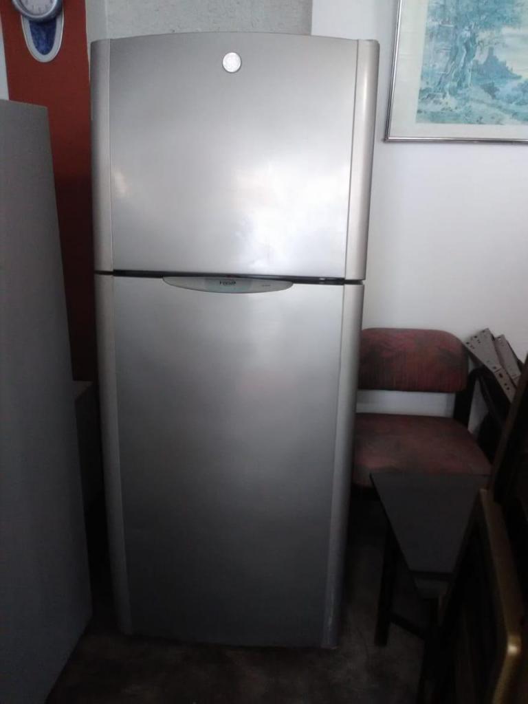 Refrigeradora General Electrik de 12 pulgadas