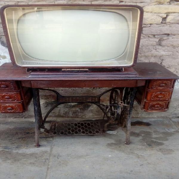 Antiguo Televisor Philips de Coleccion