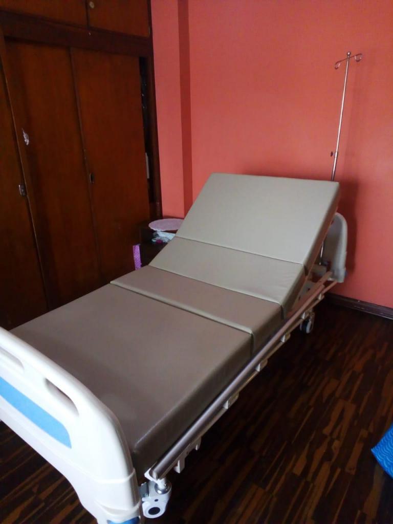 Cama clinica 3 semanas de uso