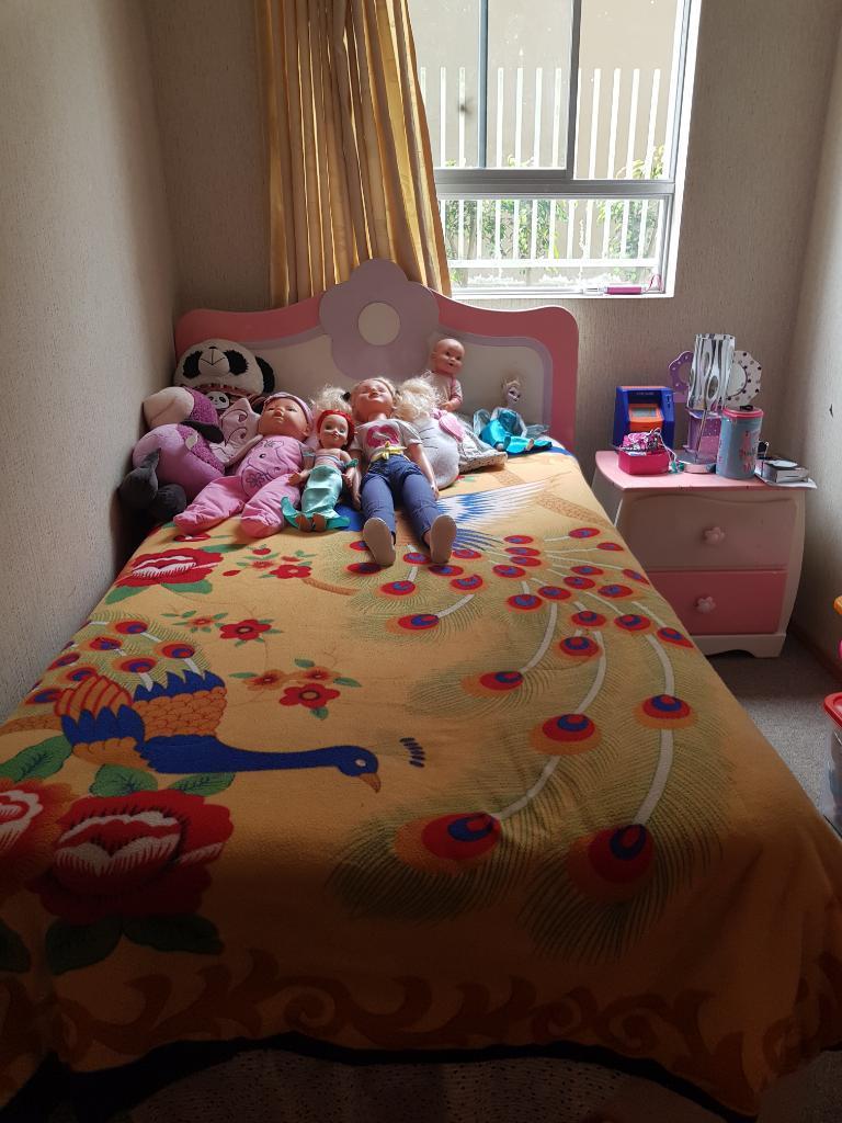 Remató Juego de Dormitorio para Niña