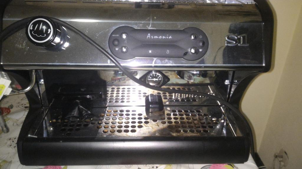 VENDO MAQUINA PROFESIONAL PARA PREPARAR CAFÈ ESPRESÒ Y