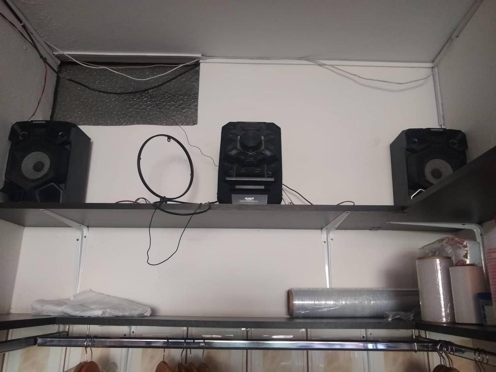 Radio con dos parlantes
