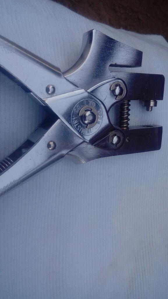Alicate Perforador Y para Ojales
