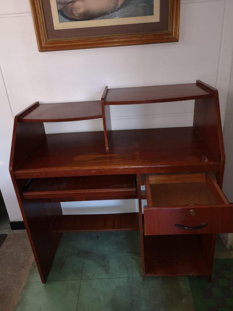 Escritorio / Mesa / Mueble De Madera Para Computadora PC