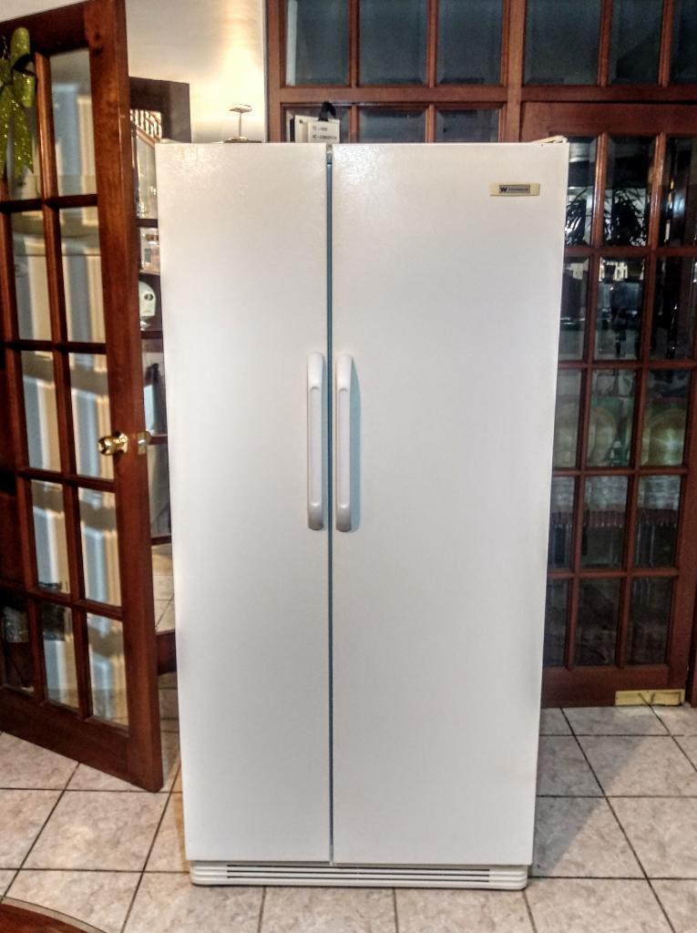 Refrigeradora White Westinghouse