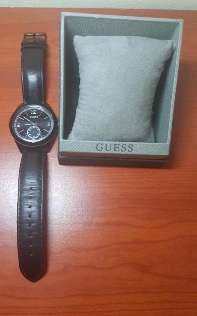 Reloj Guess Cuero