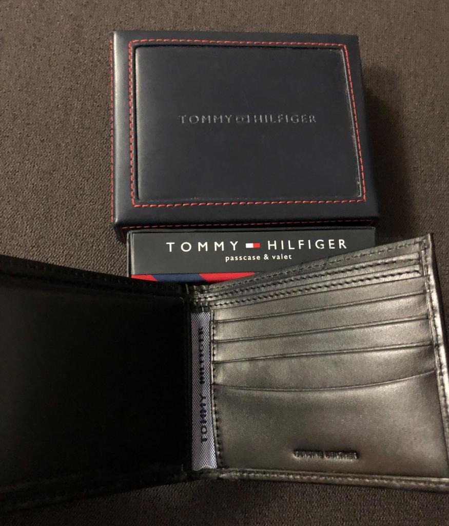 Elegante billetera de cuero genuino marca Tommy Hilfiger