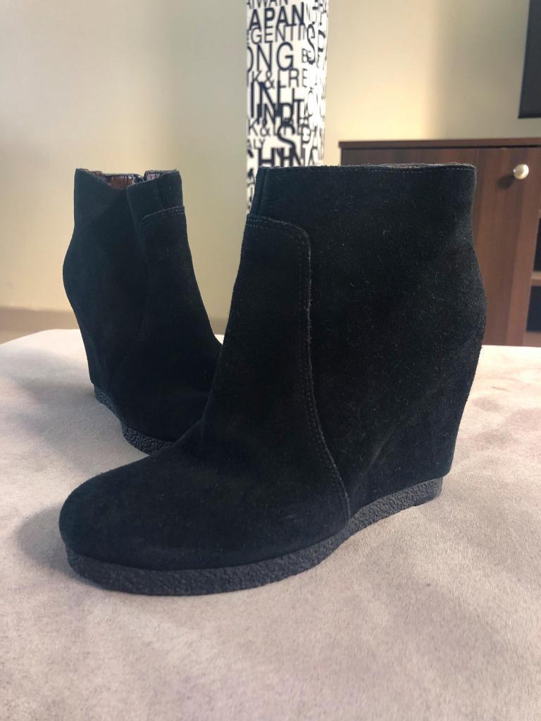 Remato botas negras de cuero gamuza marca Nine West a 30