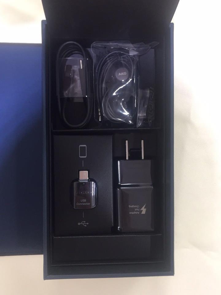 Audifonos Akg Cable Y Cargador con Adaptador Otg Samsung