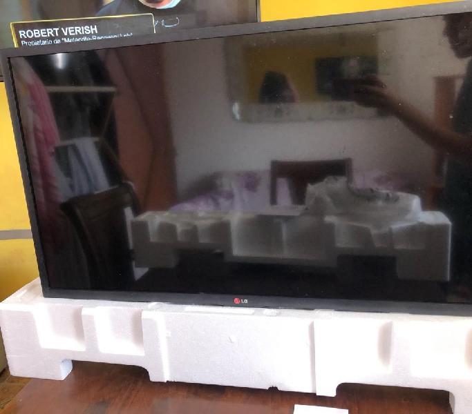 """Remato Televisor Smart TV LG 40"""" Con detalle No Sony"""