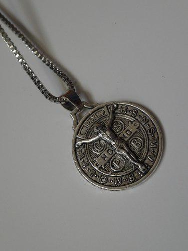 Medalla De San Benito Con Cristo En Relieve