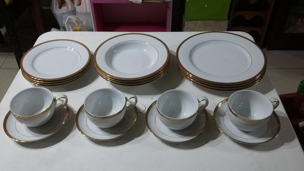 Juego de tazas y platos de Roberta Allen
