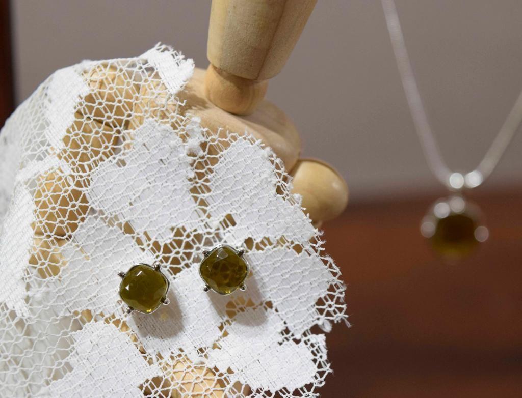 Colección de aretes y collar Olivo. (Unique)