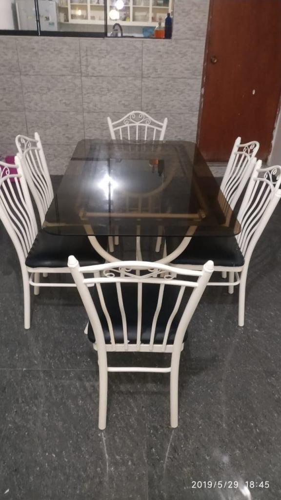 Comedor con mesa de vidrio y 06 sillas Remato