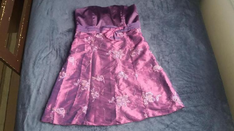 Vestido de fiesta Talla M color morado condición del bien