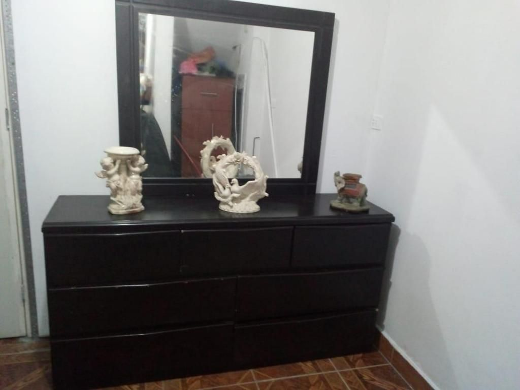 Mueble velador con espejo