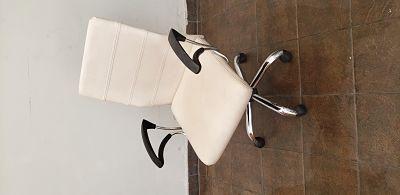 Vendo silla gerencial giratoria blanco