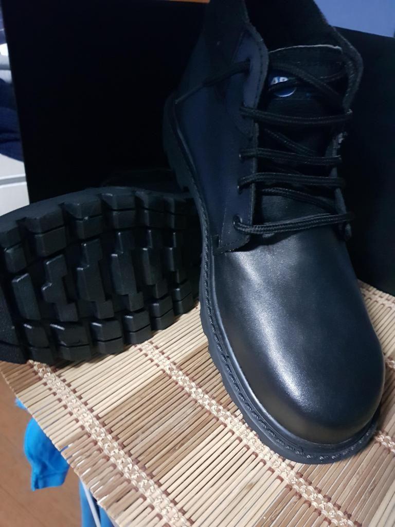 Zapatos botines negros punta acero para prevencion y