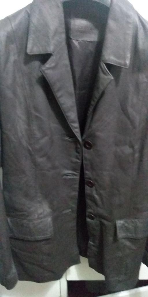 Elegante Saco de Cuero Color Nogal