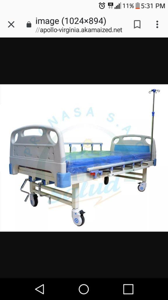 Cama clinica y silla de rueda