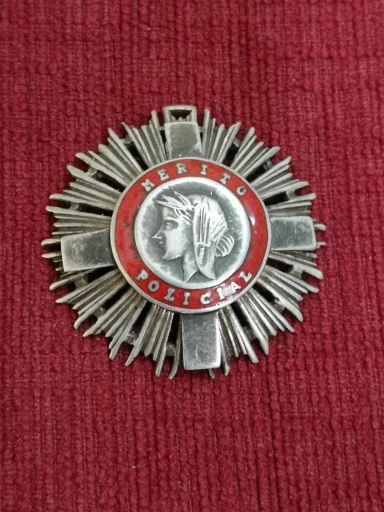 Antigua Medalla de Plata Al Mérito