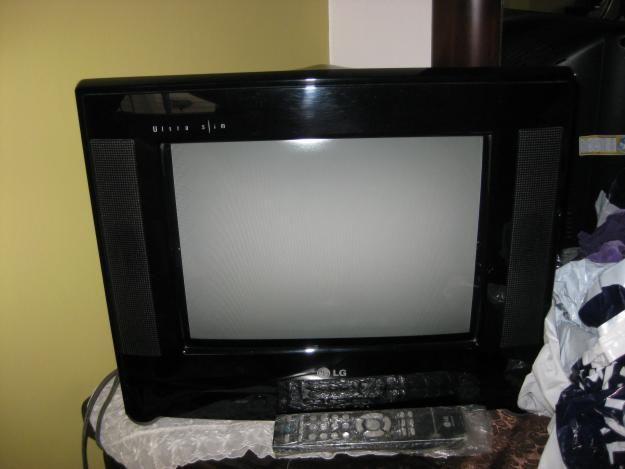 Se vende un TV pantalla plana 14pulgadas.