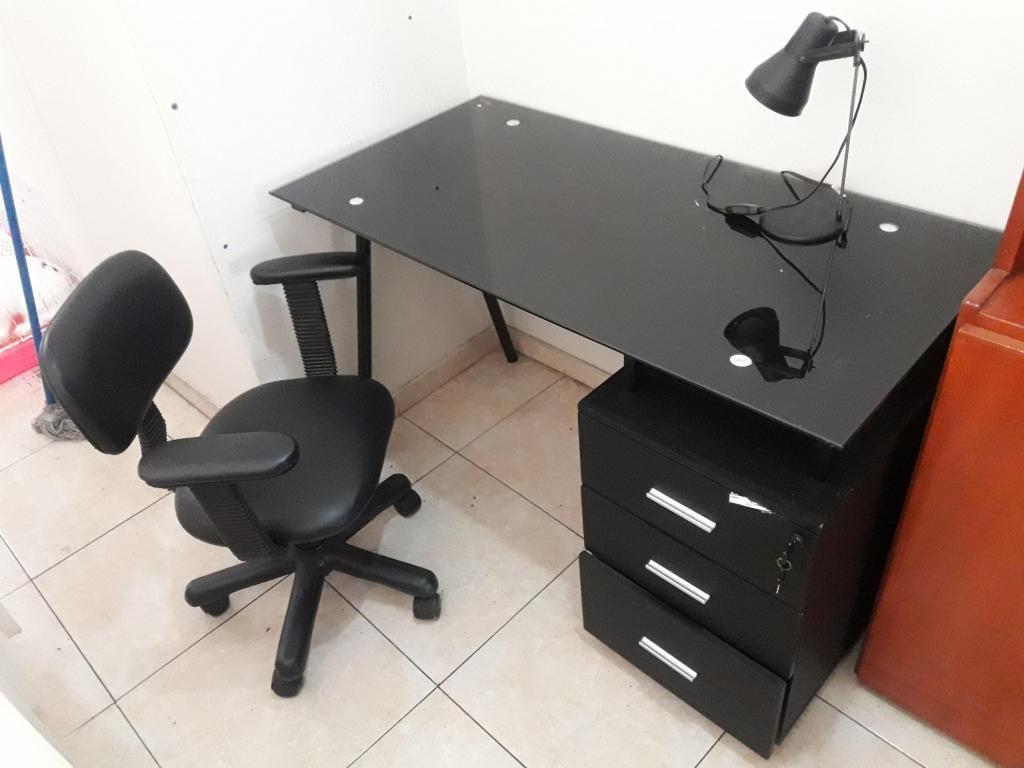 escritorio DE VIDRIO y silla giratoria S/.250