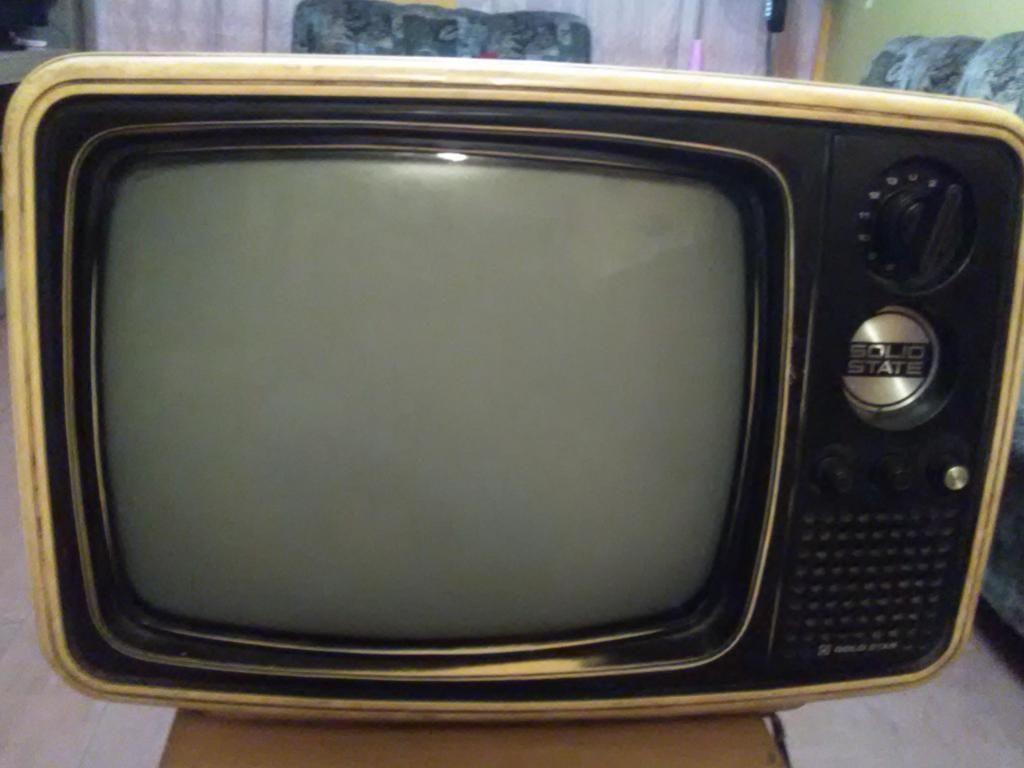 VENDO TV BLANCO Y NEGRO PARA REPUESTOS O COLECCIONISTAS