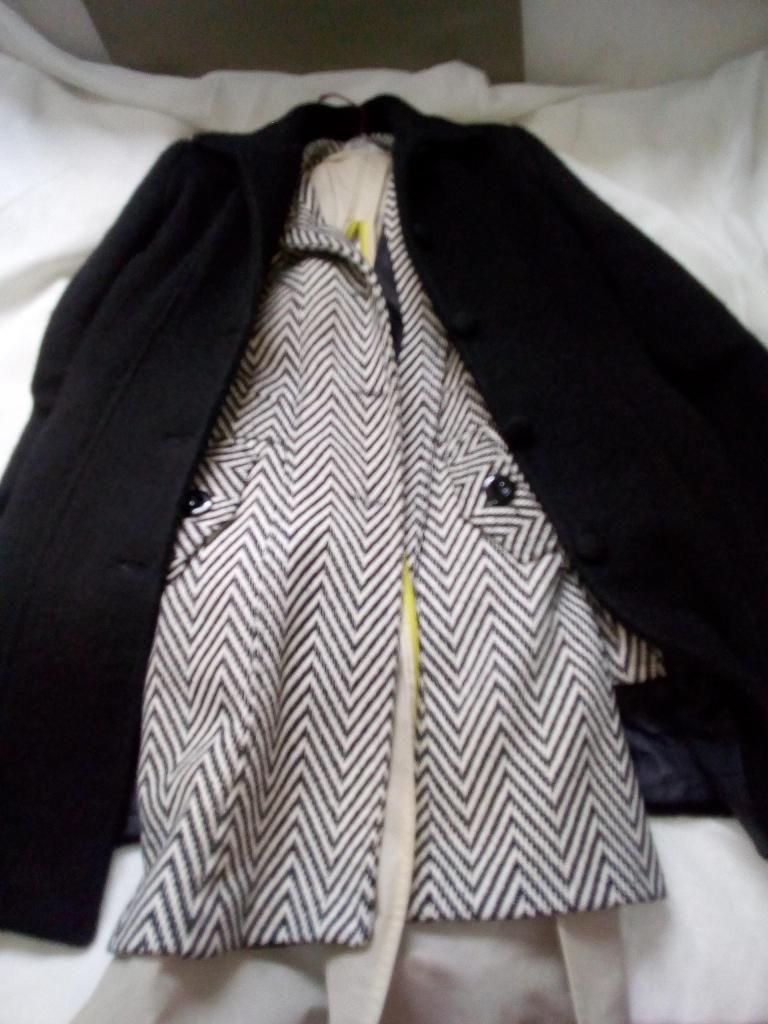 Sacos negro de paño y blanco con negro