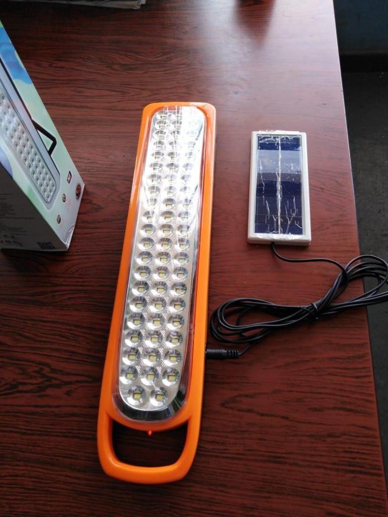 PODEROSA LAMPARA CON 62 FOCOS LED. RECARGADA CON PANEL SOLAR
