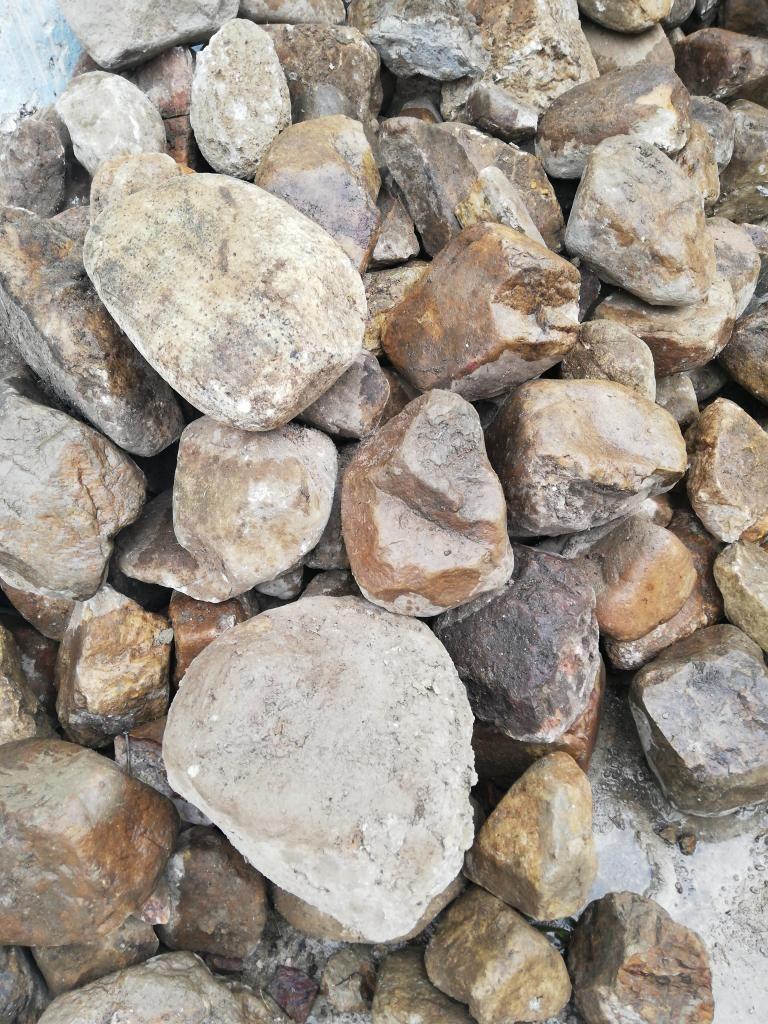 Urgente se vende piedra de rio a S25 soles el cubo