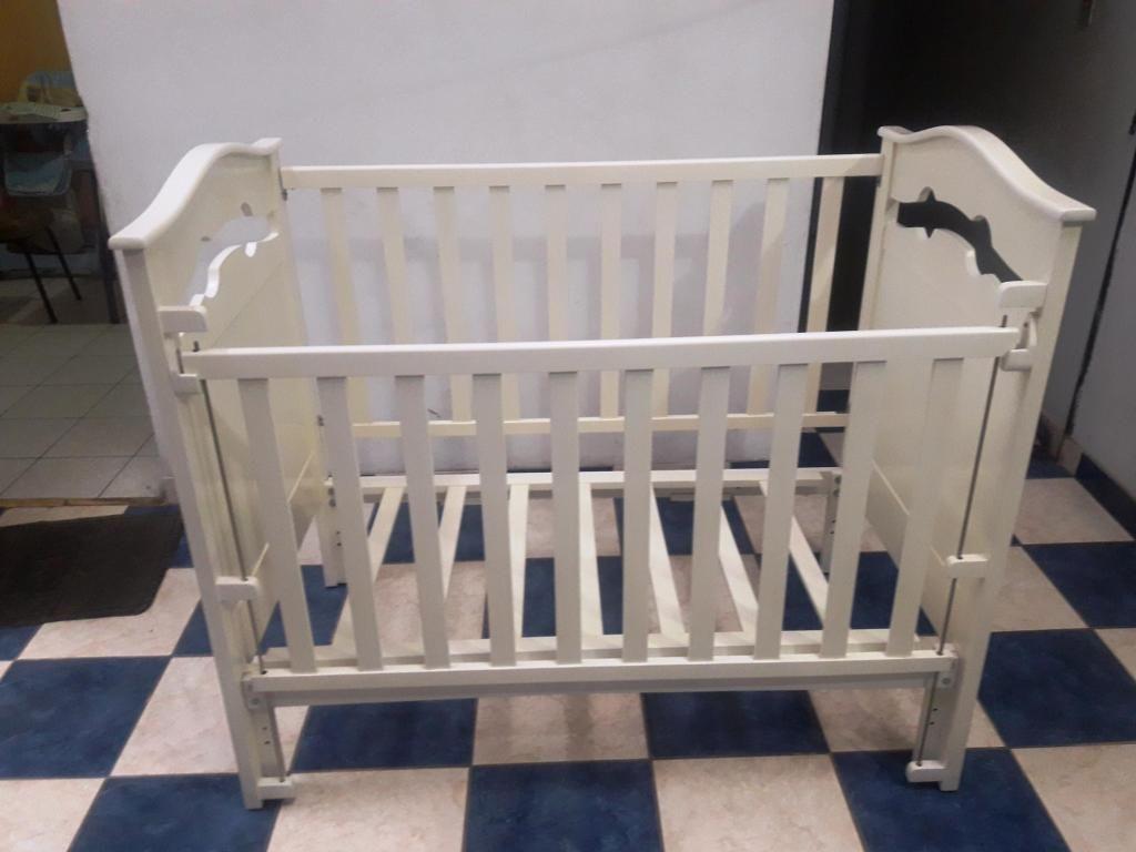 Vendo Cuna de madera para bebe seminueva - incluye colchón