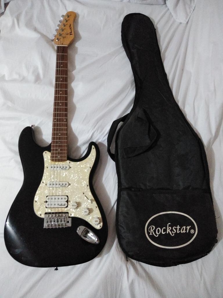 Se Vende Guitarra Seminueva,poco Uso
