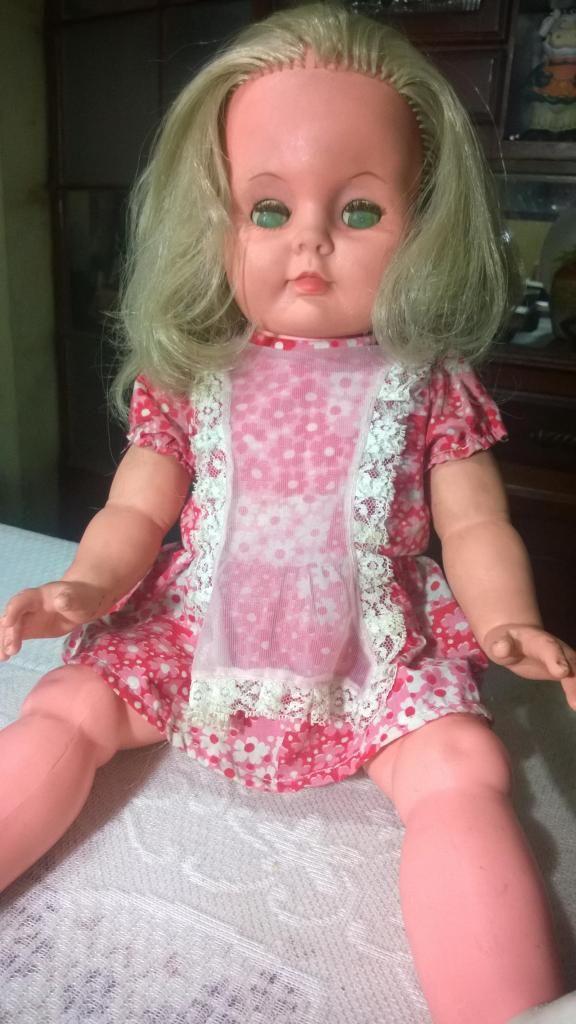 antigua muñeca basa con ropa original