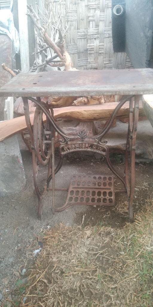 Base de Maquina de Coser Antigua