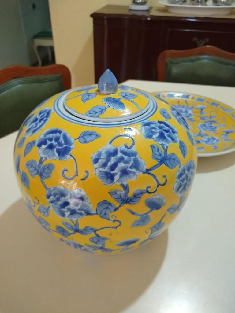 Porcelana china jarron y platon