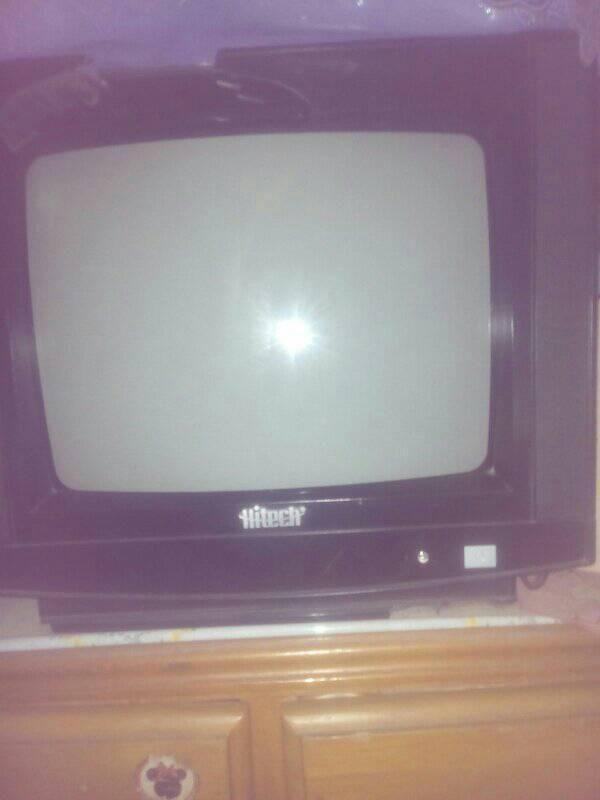 TELEVISOR MARCA HITECH A COLORES D 14 PULGADAS CON CONTROL,